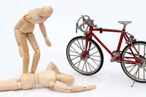 【あなたは大丈夫? 途中加入はできるのか!?】自転車の対人賠償事故に備える保険加入が義務化!!