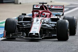 ライコネン「ピットイン後のペースが遅すぎて、ライバルについて行けなかった」:アルファロメオ F1第4戦決勝