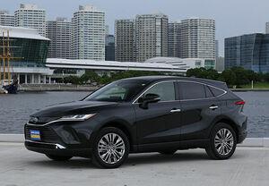 「最新モデル試乗」周囲の視線を独り占め! 乗って納得、新型トヨタ・ハリアーが売れている理由