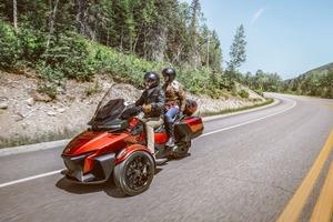 新型Can-Am Spyder RT登場。AT限定免許で乗れる3輪モーターサイクル