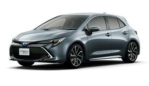 トヨタ 「カローラ スポーツ」に特別仕様車 同時に一部改良も