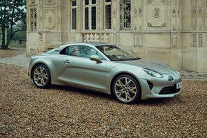 『アルピーヌA110 リネージ GT』が国内限定30台で登場。スポーティさにフランスの感性を追加