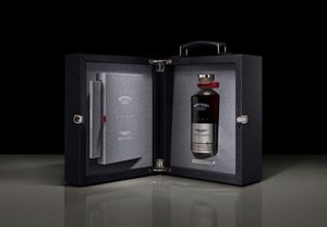 アストンマーティンが約700万円のウイスキーを発売! スコッチの老舗ボウモアとコラボした限定25本の超高級酒