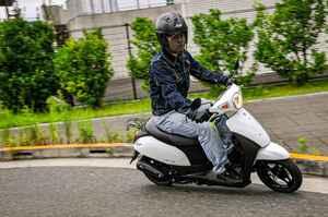 原付スクーターってこんなに燃費いいの!? スズキの50ccバイク『レッツ』に10日間乗って明らかになったこと【穴が空くまでスズキを愛でる/レッツ 試乗インプレ(3)】