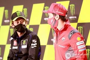 """【MotoGP】ドゥカティとライダーは時々""""難しく""""なる……ロッシ、ドヴィツィオーゾの現状にボソリ"""