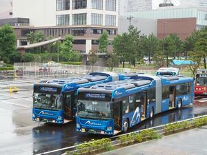 運転も動きも特殊すぎる「連節バス」! 横浜の新名物に「バスオタ」が乗った