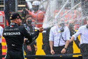ボッタス2位「ダメージを最小限に抑えた一戦。マックスとのバトルも楽しめた」メルセデス【F1第2戦決勝】