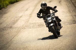 ネイキッド『ジクサー250』の走りって? 軽さでこんなにも印象が違う250ccのバイクも珍しい!?【SUZUKI GIXXER 250/試乗インプレ(2)】