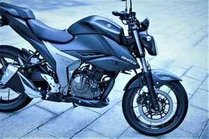 《前編》スズキ新型『ジクサー250』とフルカウル『ジクサーSF250』のキャラが違いすぎっ!?……250ccが欲しいバイク初心者にもおすすめ!【SUZUKI GIXXER 250/試乗インプレ(1)】