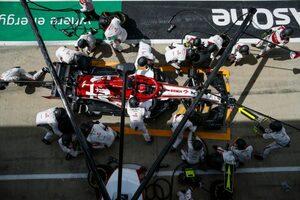 【F1第4戦無線レビュー(2)】ライコネンがチームのあやふやな指示に激怒「いまさら何言ってんだよ!」