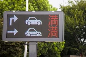 なぜ2年連続で駐車マスを増加? SA・PAの駐車不足 未だに解消しない理由とは