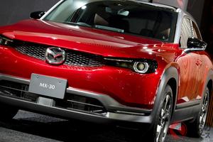 マツダが新型SUVの隠し玉「MX-30」ハイブリッド版を今秋導入へ EVモデルの日本仕様はHVで登場