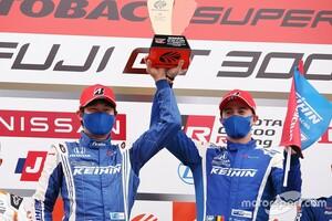 """【スーパーGT】何度もチェッカーが出たことを確認した…優勝した17号車KEIHIN NSX-GTの塚越広大、""""不安""""と戦いながらのトップ快走"""