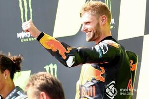 【MotoGP】「信じられないし、怖い!」KTMブラッド・ビンダー、デビュー3戦目の初優勝に感無量