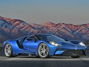 【スーパーカー年代記 099】フォード GTは名車「GT40」の血統を現代に受け継ぐアメリカン スーパースポーツ