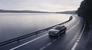 ボルボが全ての新車に180km/hの最高速度制限と最高速度を低く設定できるケア・キーを導入
