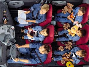 子育てや仲間とのドライブに大活躍の「3席×2列」モデル! 個性的なムルティプラとスポーティなエディックス、あなたはどっちを選ぶ?