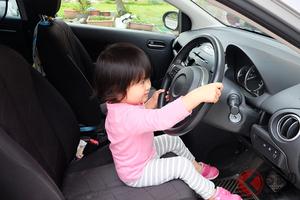 5歳児が車を運転!? 過去に日本でも同例が発生 責任は誰にあるのか