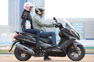 125cc 原付二種だけど、ビッグスクーター!? キムコ「ダウンタウン125i ABS」を解説&試乗インプレ!
