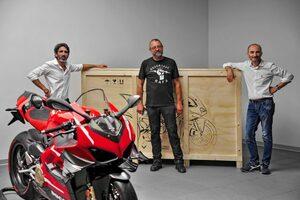 ドゥカティ、500台限定の『スーパーレッジェーラV4』をデリバリー。価格は1000万円超え
