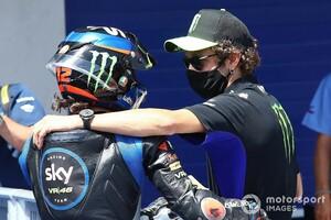 """【MotoGP】バレンティーノ・ロッシ、VR46アカデミー生の活躍は""""誇り""""。でもレース後アクシデントにはお叱り"""