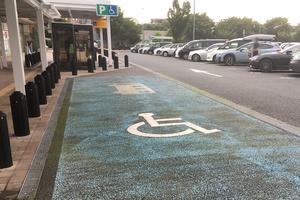 なぜ思いやりをもてない! なんと8割もの不正利用に悩む「障害者用駐車スペース」の現実