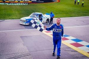 #16「Hattori Racing Enterprises(HRE)」タンドラが今季初優勝!【NASCARトラックシリーズ】