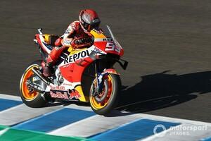 【MotoGP】負傷のマルケス、50ポイント差を覆せるか?「彼はタイトル争いから脱落していない」とドヴィツィオーゾ