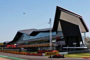F1イギリスGP FP1:レッドブル・ホンダのフェルスタッペンが首位発進。復帰のヒュルケンベルグは9番手