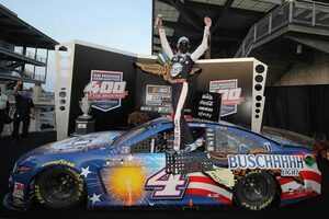 NASCAR:インディカー併催の1戦はフォードのハービック勝利。ピットではクラッシュの波乱も