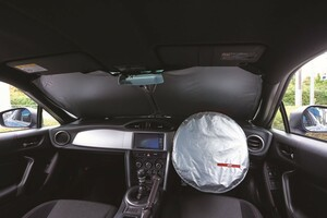 乳幼児だけじゃなく高齢者にも重要! 夏の車内温度を下げる「日よけグッズ」の重要性