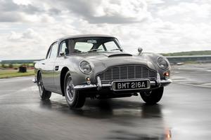 ボンドカーが半世紀ぶりに新車で登場! アストンマーティン DB5のスパイ仕様がラインオフ【動画】