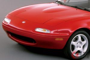 バブルに登場した日本の名車! マツダ初代「ロードスター」の魅力とは